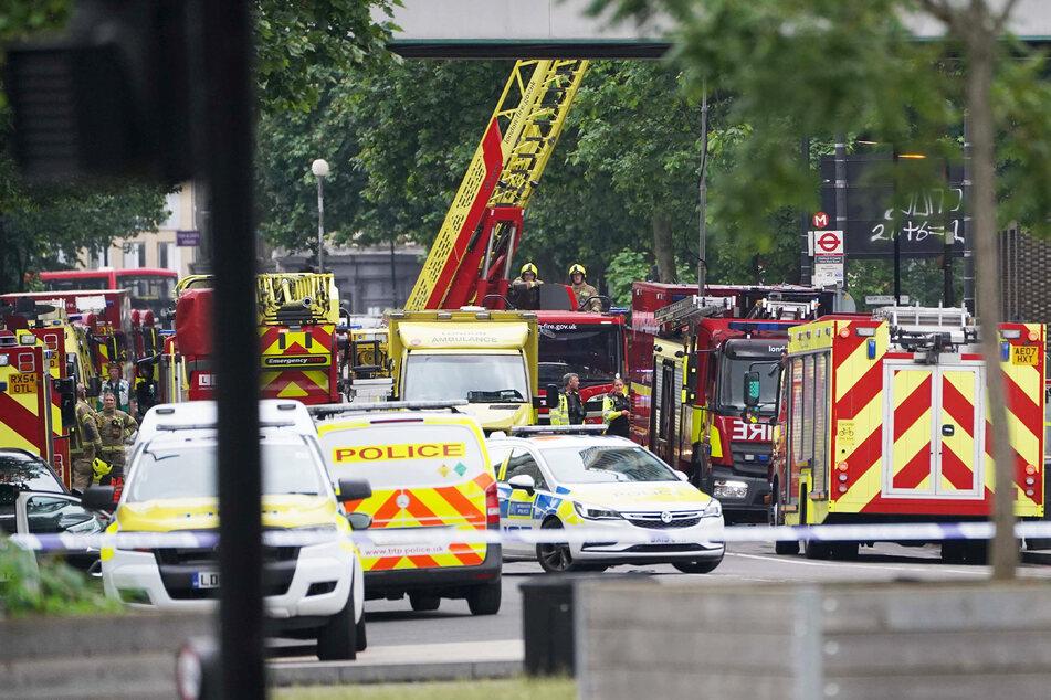 Rund 100 Feuerwehrleute waren im Einsatz und wurden von zahlreichen Rettungskräften und Polizisten unterstützt.