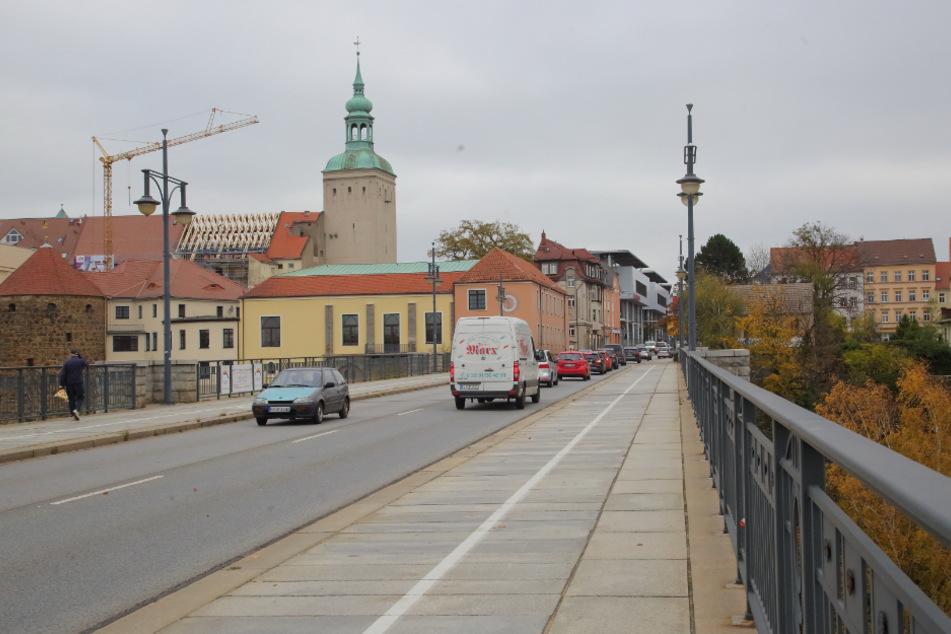 Von der Friedensbrücke wollten viele Bautzner das neue Jahr begrüßen. Doch dann explodierte ein illegaler Böller.