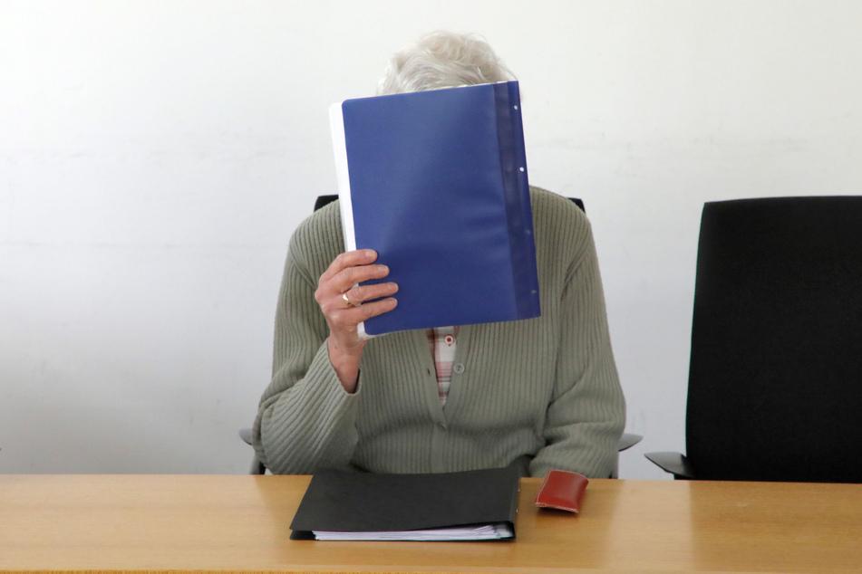 """Familien-Erbstreit ums Geld landet vor Gericht: Sparbuch der toten Mutter """"geplündert""""?"""