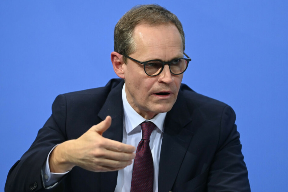 Berlins Regierender Bürgermeister Michael Müller (56, SPD) dringt auf mehr Berechenbarkeit und Zuverlässigkeit bei den Lieferungen von Corona-Impfstoffen.