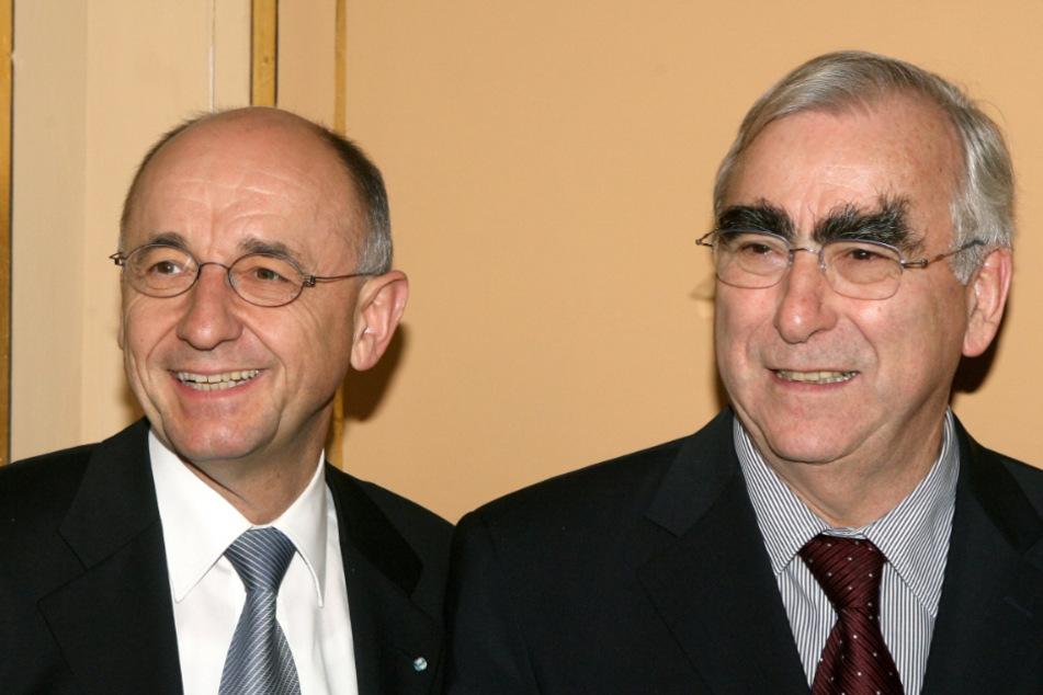 Alfred Sauter steht 2007 mit dem früheren Bundesfinanzminister Theo Waigel