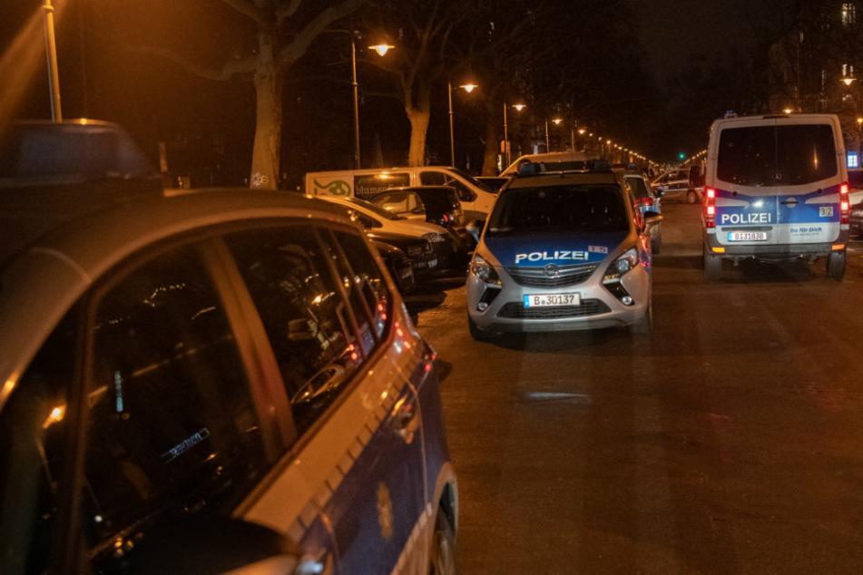 Berliner Polizei durchsucht Wohnung: Was sie dann finden, ist explosiv