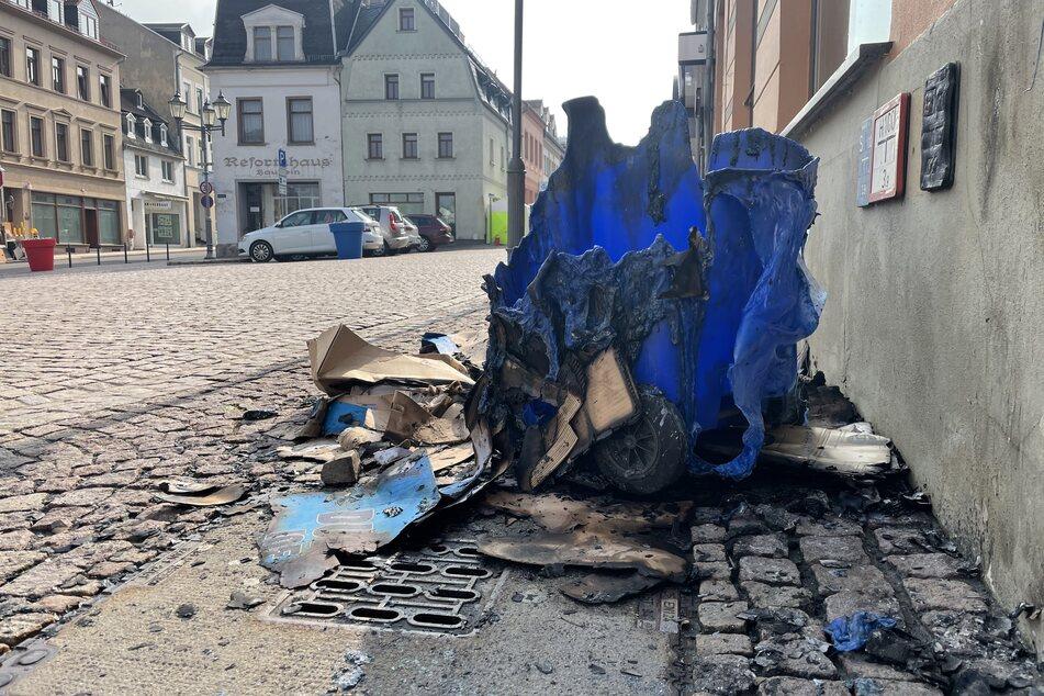 Brandstiftung? Mehrere Mülltonnen abgefackelt