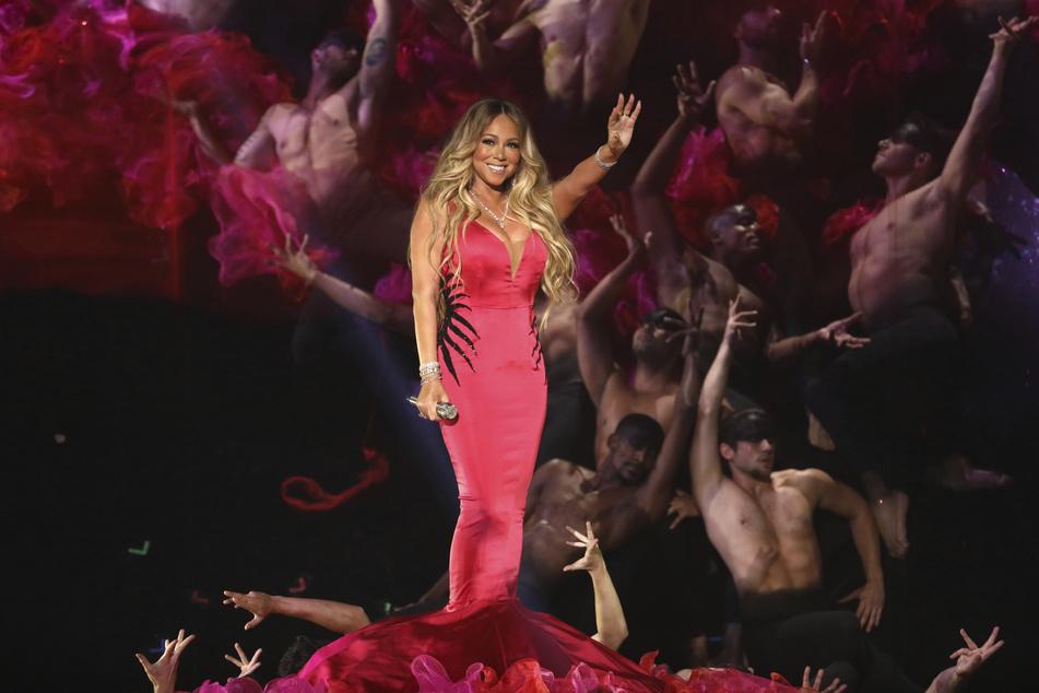 Musik-Star Mariah Carey (50) sorgt mit ihrer Biografie für Aufsehen.