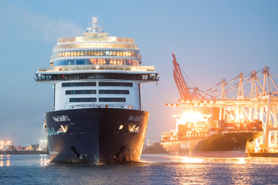 """Das Tui-Kreuzfahrtschiff """"Mein Schiff 2"""" läuft im Hamburger Hafen ein."""