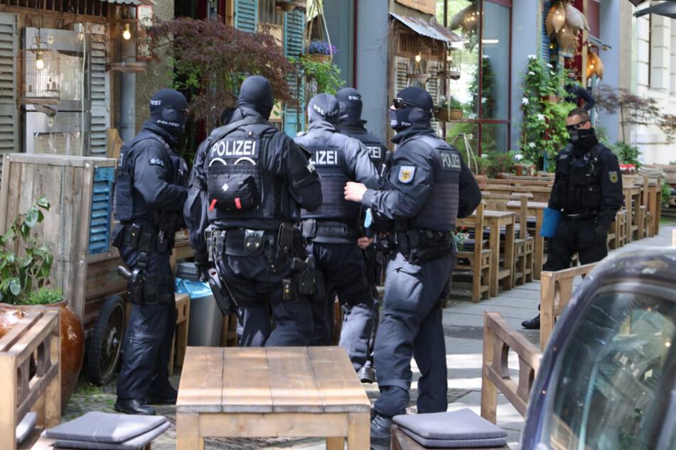 Am Montagvormittag kurz vor 11 Uhr begannen die Einsatzkräfte mit der Durchsuchung des Restaurants im Musikviertel.