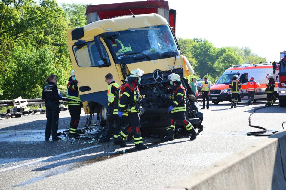 Schwerer Lkw-Unfall: Autobahn 6 gesperrt