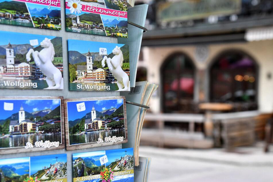 Ein Ständer mit Post- und Magnetkarten in St. Wolfgang am Wolfgangsee.