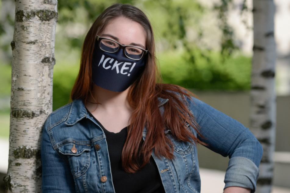 Ihr könnt die Masken auch mit eigenen Sprüchen bedrucken lassen.