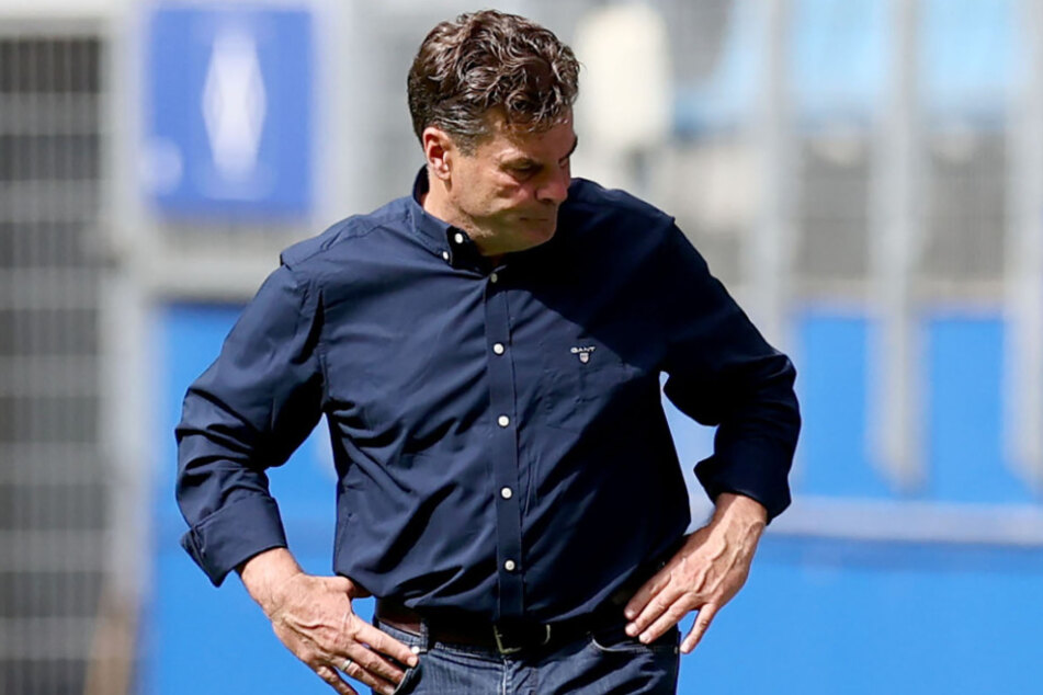 Trainer Dieter Hecking ist die Enttäuschung anzusehen.