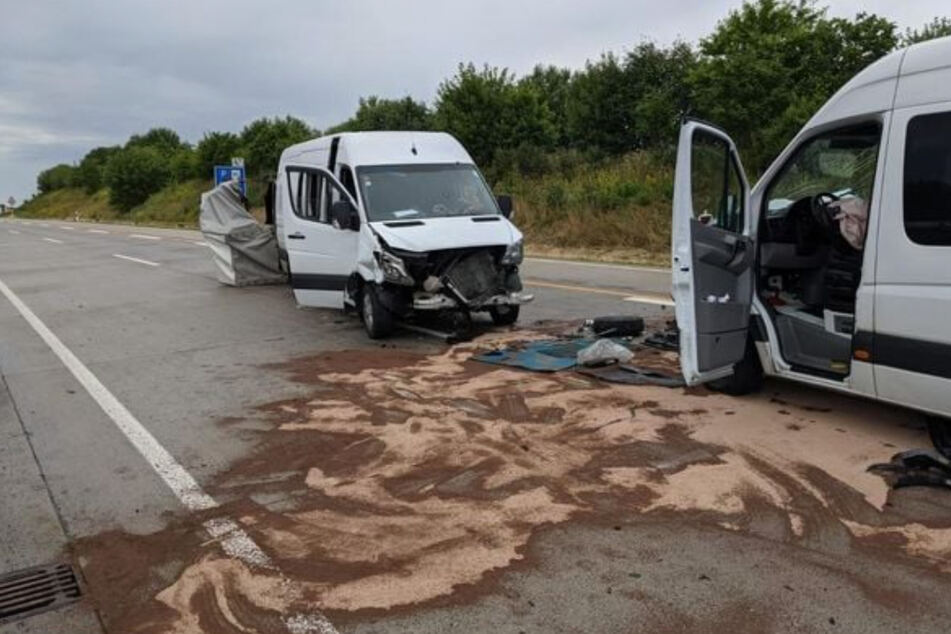 Unfall A38: Sprinter bremst bei Regen auf A38 stark ab: Neun Personen im Krankenhaus