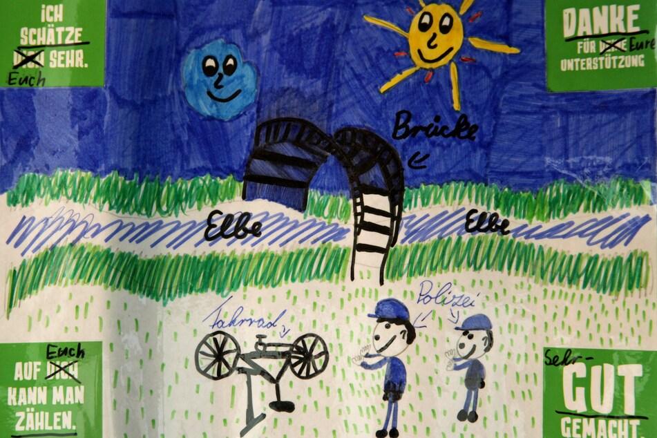 Friedas Bild zeigt, wie die Polizisten ihr Fahrrad wiederfanden.