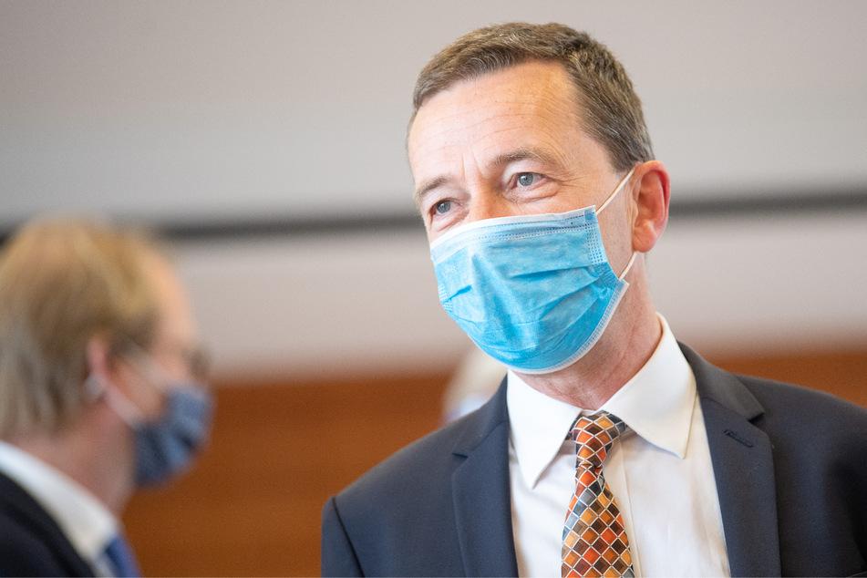 Bernd Lucke (58) im Mai 2020 mit Mund-Nasenschutz. Er ist heute bei den Liberal-Konservativen Reformern Mitglied, aber ohne Führungsposition.