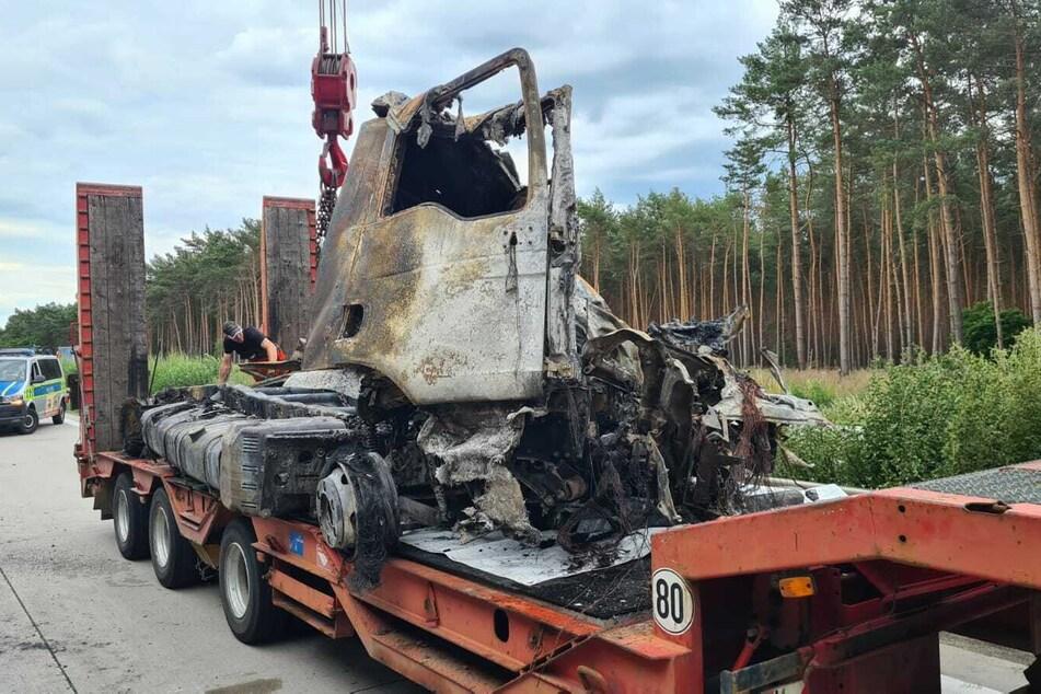 Beide unfallbeteiligten Fahrzeuge mussten mit Totalschaden abgeschleppt werden.