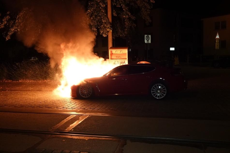 Gegen 1 Uhr fing der Porsche Feuer.
