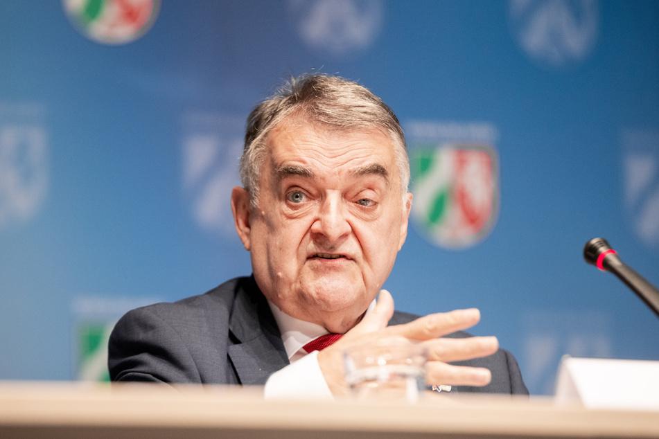 NRW-Innenminister Herbert Reul (68, CDU) erinnerte im Zusammenhang zum geplanten Versammlungsgesetz an die Neonazi-Demo, die 2018 in Dortmund stattfand (Archivbild).