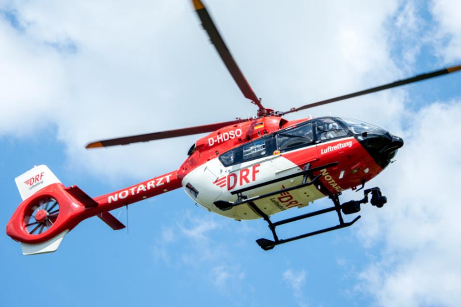 Das Kind wurde mit einem Rettungshubschrauber in eine Klinik gebracht. Dort erlag es später seinen Verletzungen. (Symbolbild)