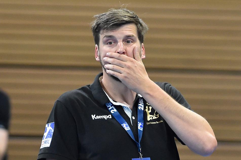 HCE-Trainer Rico Göde kann es nicht fassen: 48 Sekunden vor Schluss erkennen die Schiris den vermeintlichen Führungstreffer zum 29:28 für den HC Elbflorenz nicht an.