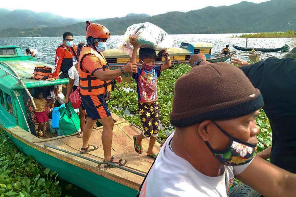 Tausende Menschen fliehen vor heftigem Tropensturm