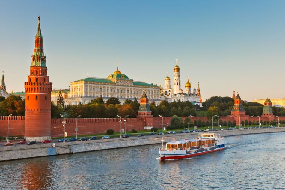 Sachsens Ministerpräsident macht sich bei seinem Besuch in der russischen Hauptstadt auch für die Wiedereinrichtung der Fluglinien aus Moskau und St. Petersburg stark.