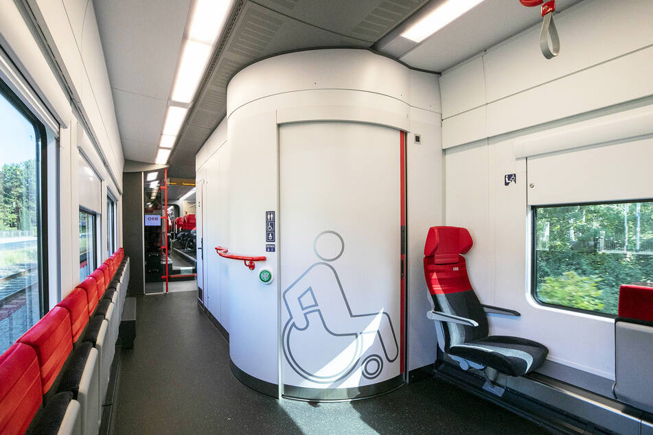 Behindertengerechte Toiletten sind in dem Zug Standard.
