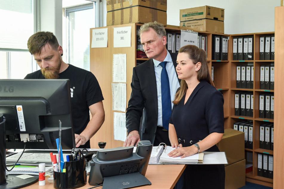 Ermittlungs-Chef Gido Hahn (M., 59) mit seinen Kollegen Nicole Geisler (35) und Nico Otte (36).