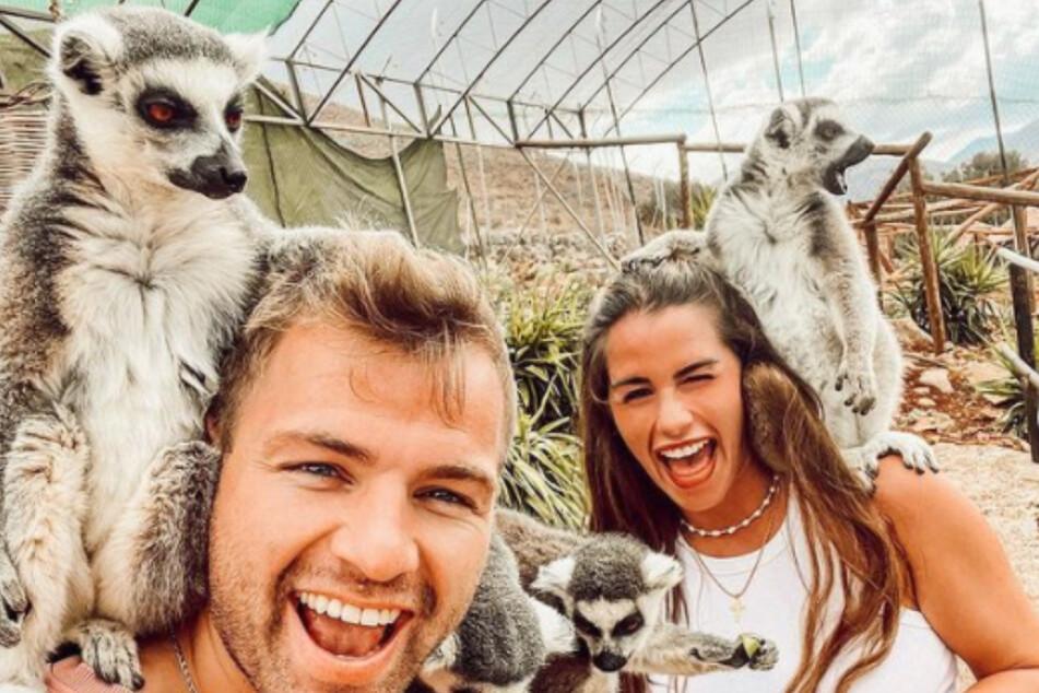 Sarah Engels und ihr Mann Julian (28) machen im Griechenland-Urlaub neue Bekannte.