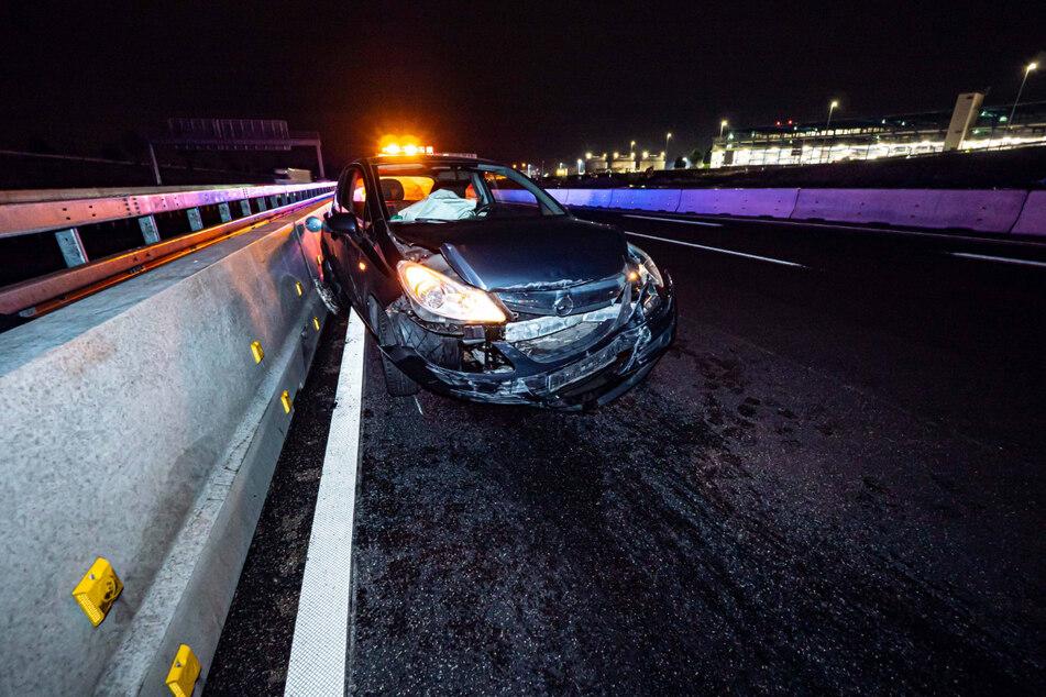 Der demolierte Opel der 24-Jährigen.