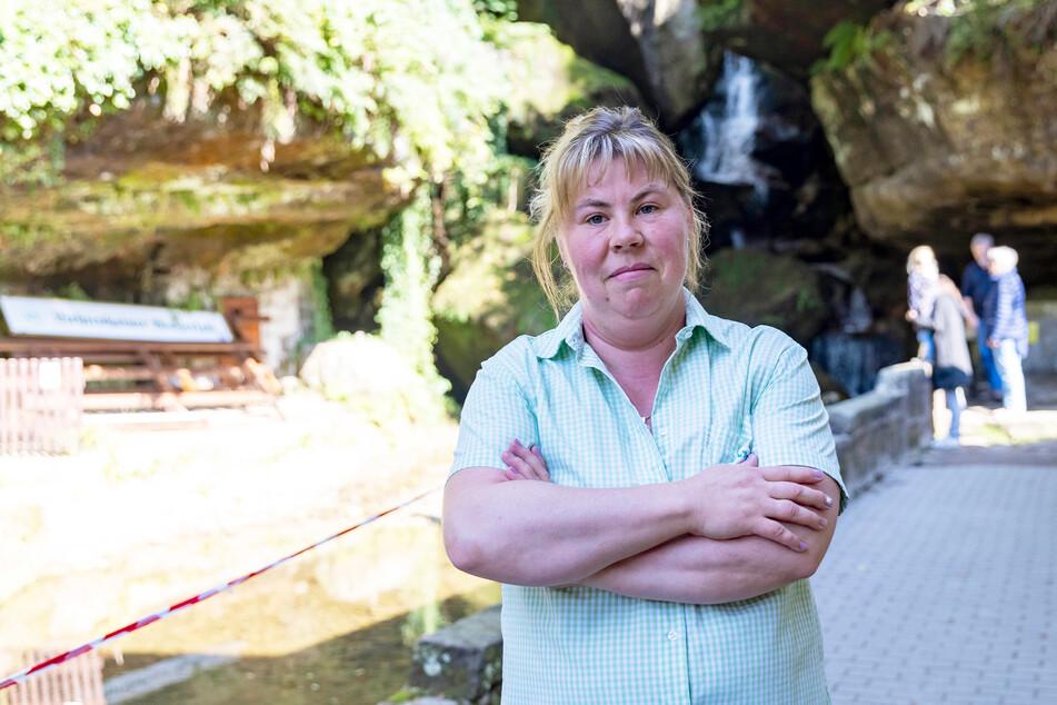 Yvonne Dittmann (39) ist traurig und hofft, dass der künstliche Wasserfall rekonstruiert wird.