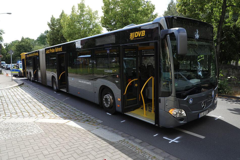 Der leere Bus steht auf der Chemnitzer Straße.