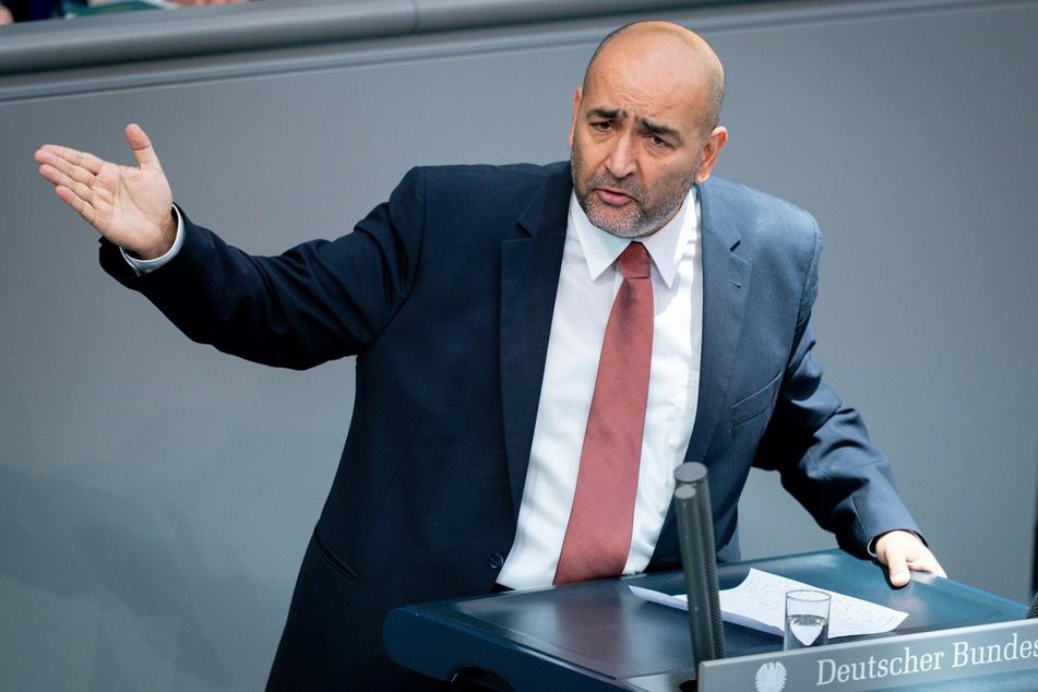 """Grünen-MdB Omid Nouripour (45, hier bei einer Rede im Plenum) ist Vorsitzender des ersten Fußball-Fanclubs im Deutschen Bundestag, dem """"EFC bundesAdler"""", der bereits mehr als 40 Mitglieder zählt."""