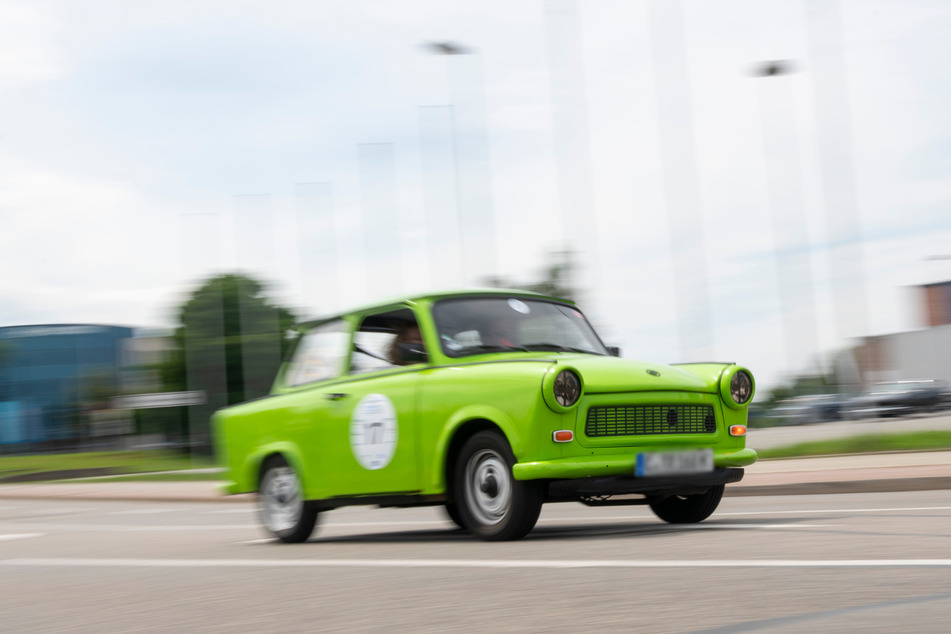 """Trabi on Tour: Bei der """"Oldtimer-Rallye"""" drehten auch viele ostdeutsche Klassiker ihre Runden."""