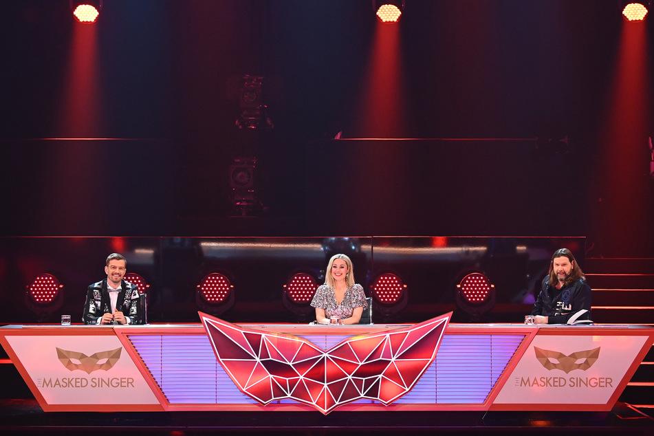 """Das Rate-Team im Finale von """"The Masked Singer"""": Joko Winterscheidt (42, l), Ruth Moschner (44) und Rea Garvey (47)."""