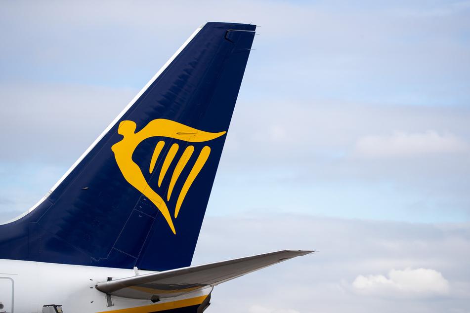 Ein Linienflugzeug der Fluggesellschaft Ryanair. Kunden können mindestens bis Ende Oktober Flüge kostenlos umbuchen.