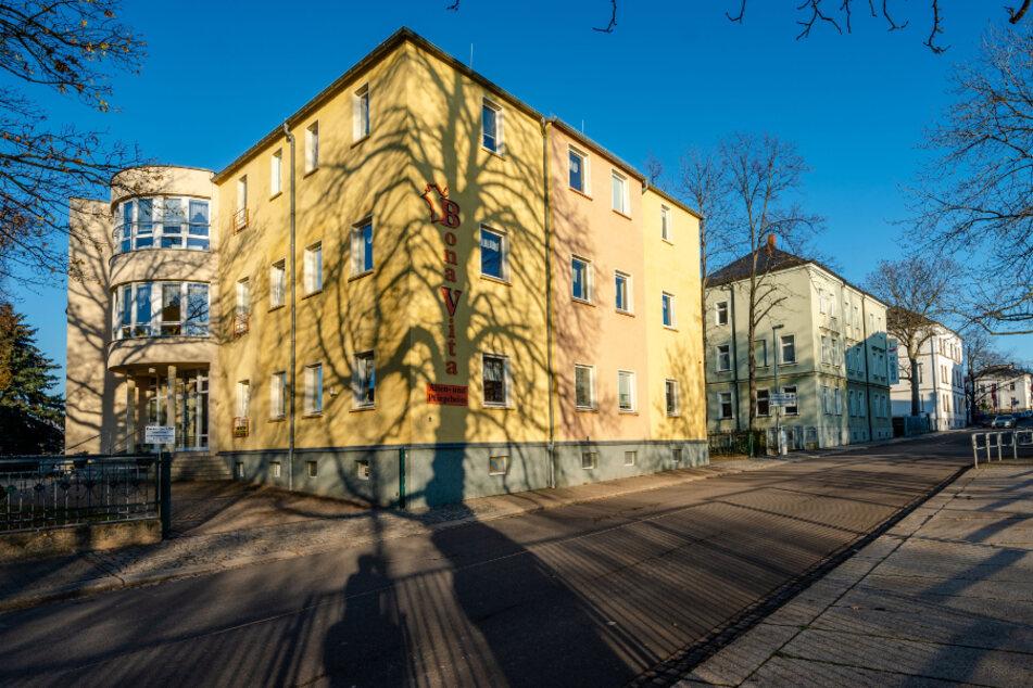 "Im Pflegeheim ""Bona Vita"" in Limbach-Oberfrohna arbeiten Pfleger trotz positivem Corona-Test weiter"