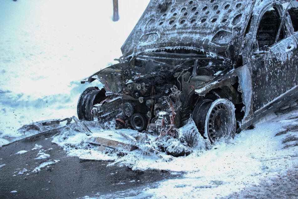 Der Mercedes stand in Vollbrand.