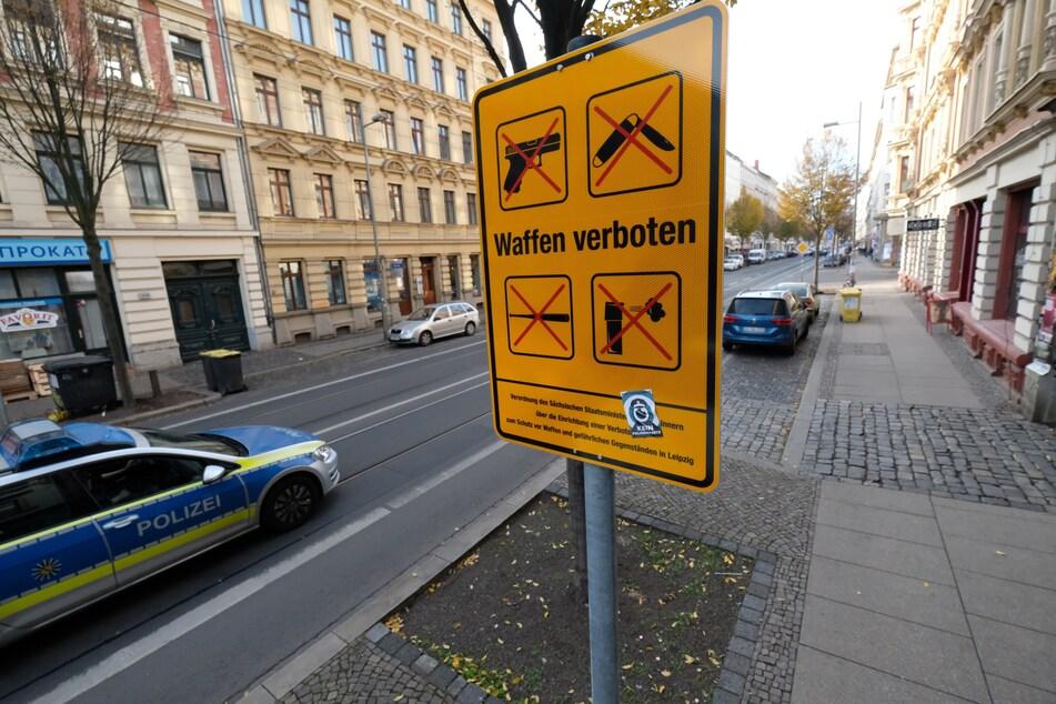 Seit dem 5. November 2018 ist auf der Leipziger Eisenbahnstraße das Mitführen von Waffen und gefährlichen Gegenständen verboten.