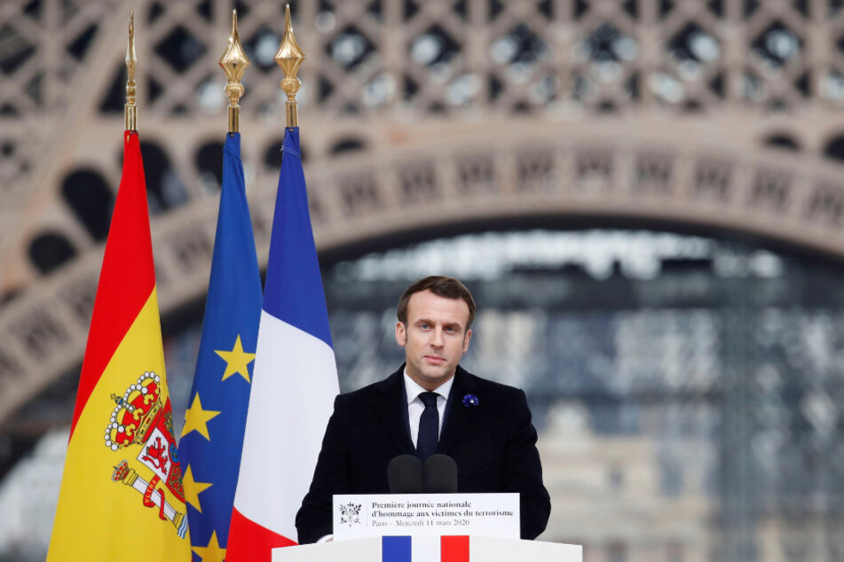 Emmanuel Macron, Präsident von Frankreich, hält ein Rede während einer Gedenkzeremonie im Palais du Trocadero zu Ehren der Opfer der Terroranschläge in Europa.