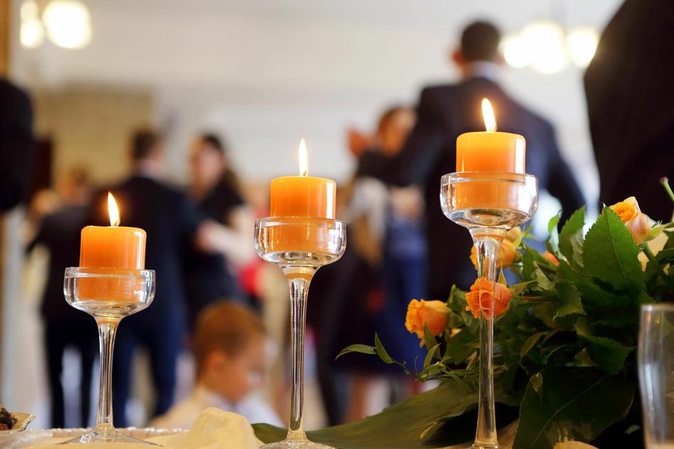 Polizei löst Hochzeitsparty mit 60 Gästen auf