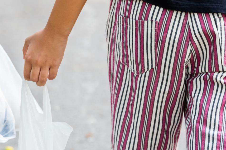 Ein gerade einmal drei Jahre alter Junge ist in Mittelfranken in Bayern ganz alleine zum Einkaufen gegangen. (Symbolbild)