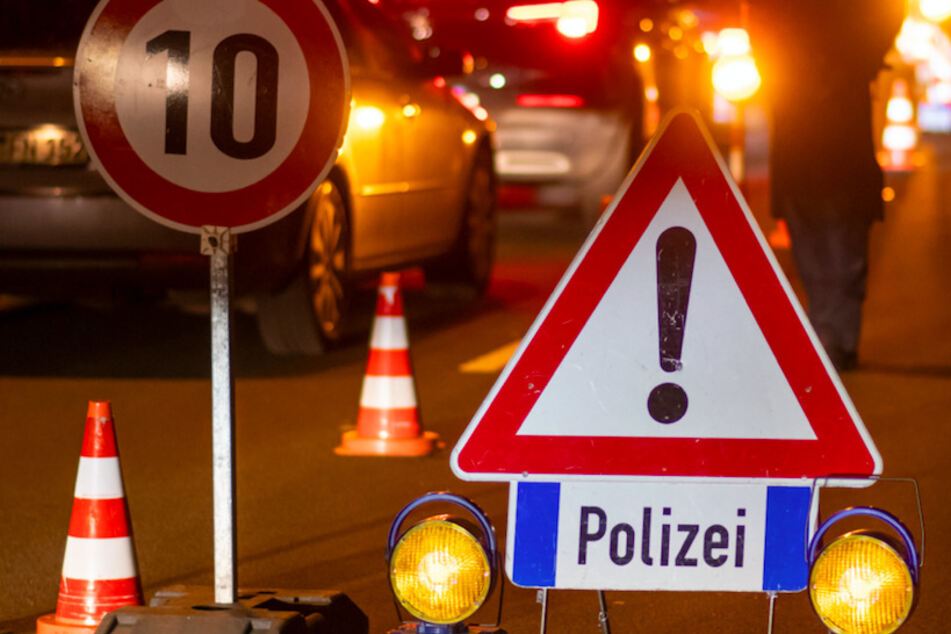 Blutige Familienfehde: Zwei Verletzte nach brutalem Messerangriff, Polizei sucht flüchtigen Täter