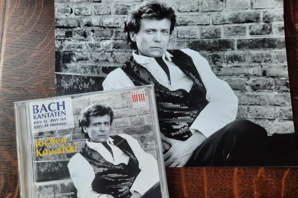 Die Pailletten-Weste auf dem Plattencover spendet Jochen Kowalski (67) der Auktion.