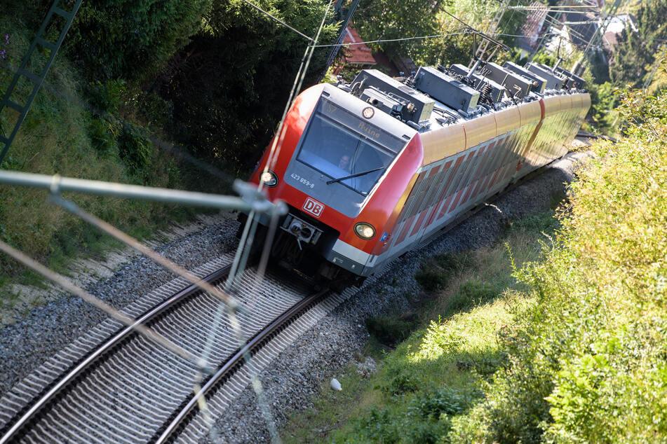 In der Zeit vom 2. Juli bis zum 25. August werden aufgrund der Baumaßnahmen mehrere Schienen-Abschnitte zeitweise voll gesperrt. (Symbolfoto)