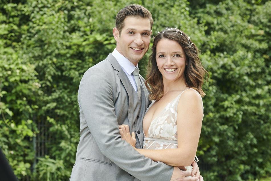 Deniz war in der Daily-Soap auch schon mit Jenny Steinkamp (Kaja Schmidt-Tychsen, 40) verheiratet.
