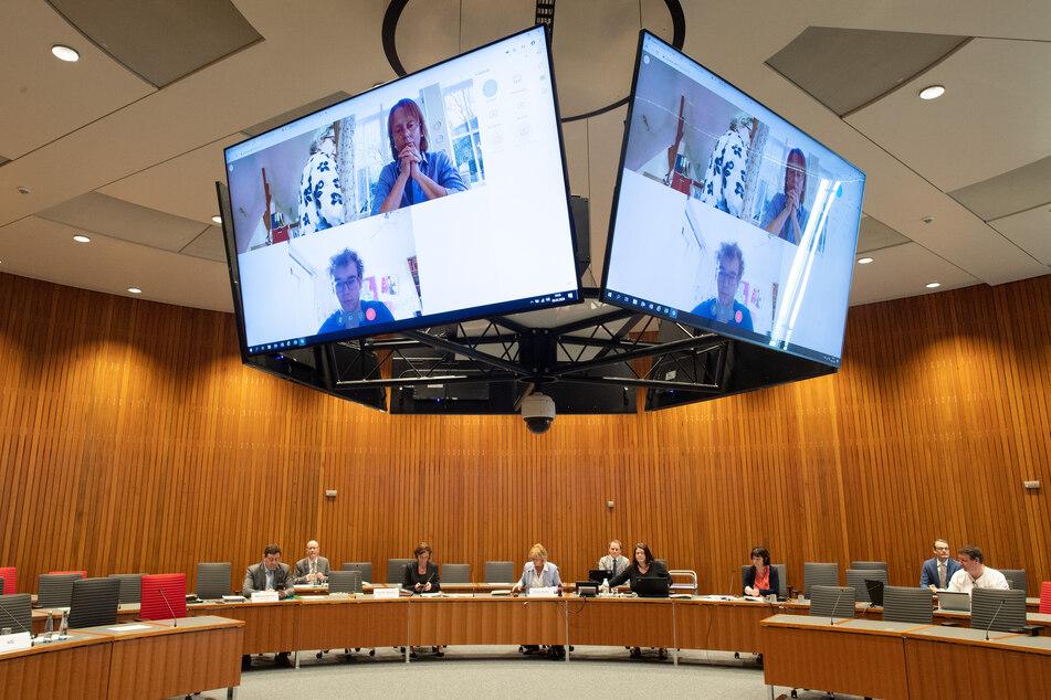 Der Schulausschuss tagte am Mittwoch im NRW-Landtag. Einige Mitglieder sind über Video zugeschaltet.