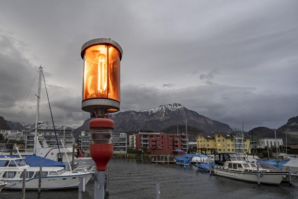 Der Bootshafen von Stansstad am Vierwaldstättersee. Für das Gebiet wurde nach Unwettern die höchste Gefahrenstufe ausgerufen.