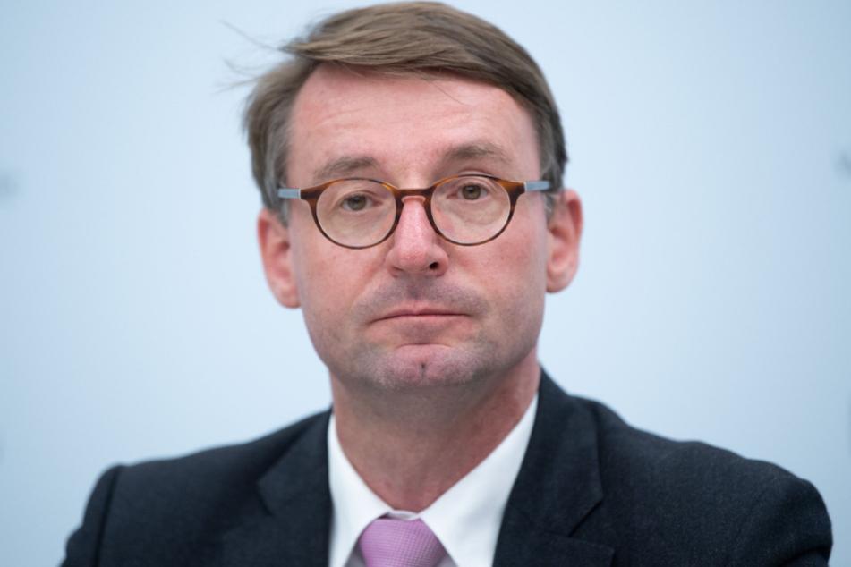 Sachsens Innenminister Roland Wöller (50, CDU) vereidigte im Januar dieses Jahres knapp 700 Anwärter.