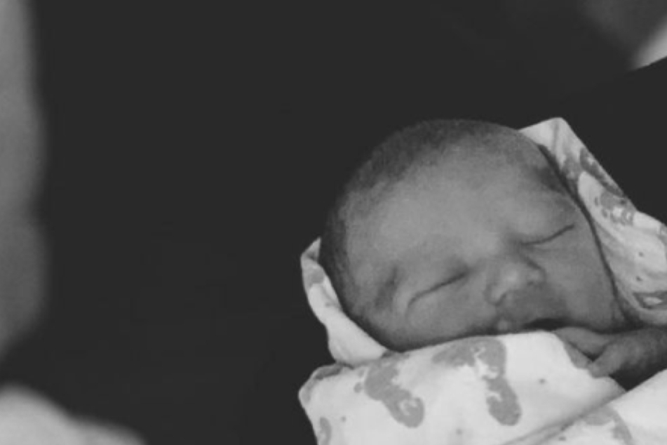 Robin Thicke and fiancée April Geary welcome their baby boy into the world!