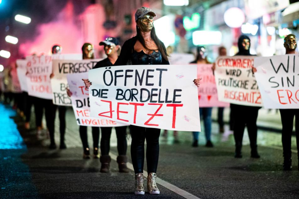 Sexarbeiterinnen demonstrierten Ende Juli auf dem Hamburger Kiez für eine Öffnung der Bordelle.