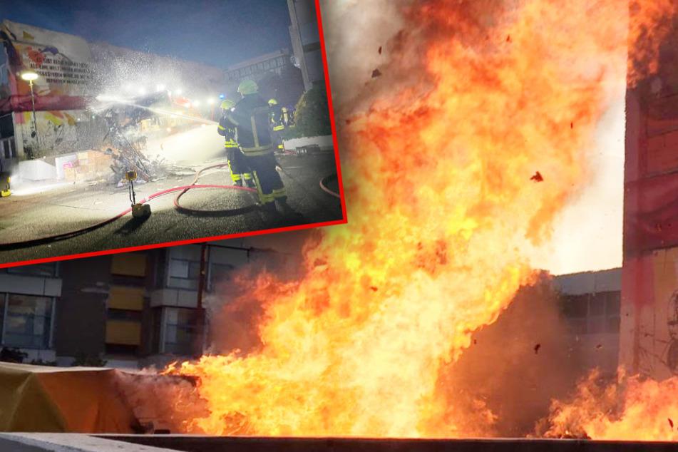 Frankfurt: Zehn Meter hohe Flammen: Gewaltiger Bücher-Brand an Uni-Campus